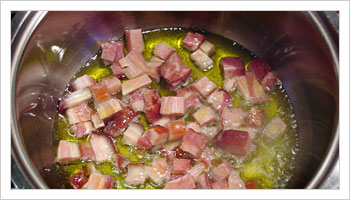 Put the bacon and onion in a frying pan along with the garlic