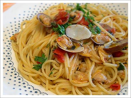Spaghetti con le vongole - Le ricette di cucina semplici e gustose ...